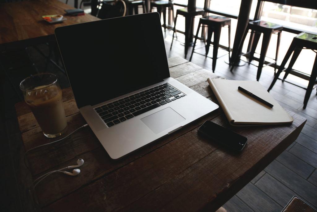チェーン店のカフェで無料・有料Wi-Fi、電源コンセントのあるお店のまとめ